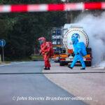 Zoutzuur ontsnapt uit lekkende vrachtwagen bij benzinestation Lukasgat Ugchelen