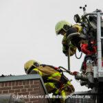 Brandweer rukt groots uit voor schoorsteenbrand (rietgedekt) Gravenstraat Voorst