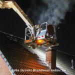 Flinke rookontwikkeling bij schoorsteenbrand Kervelstraat Apeldoorn