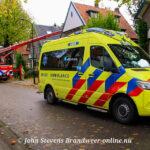 Brandweer assisteert ambulance aan de Koningin Hortenselaan Apeldoorn